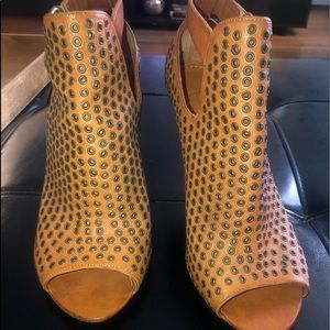 Givenchy Grommet tan leather booties Sz39